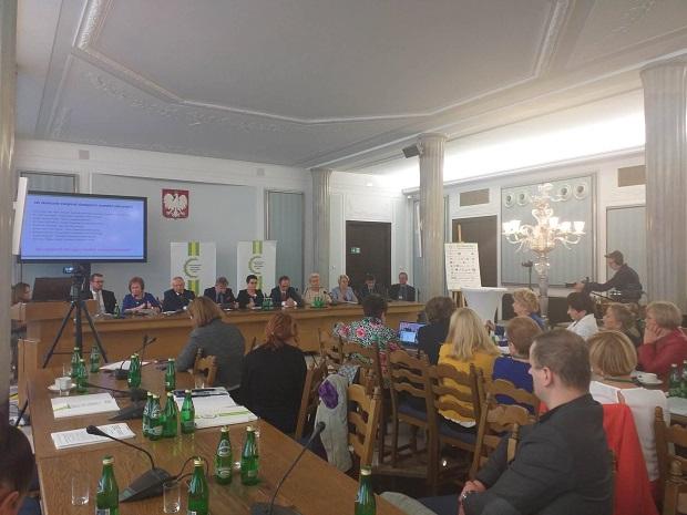 FluForum 10.09.2019 Szczepienia w aptekach zwiększą dostępność szczepień zalecanych